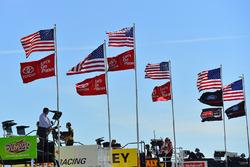 Flaggen: USA, Toyota, Ford