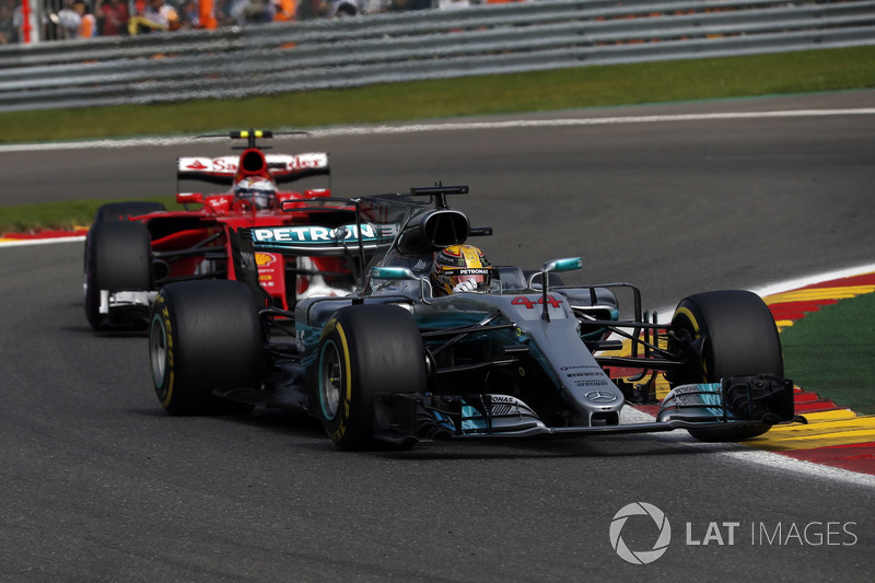 Lewis Hamilton, Mercedes-Benz F1 W08 and Sebastian Vettel, Ferrari SF70H battle for position