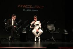 Simon Lazenby con Fernando Alonso, McLaren