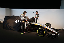 Sergio Perez, Sahara Force India F1 y Esteban Ocon, Sahara Force India F1 Team revelan el Sahara Force India F1 VJM10