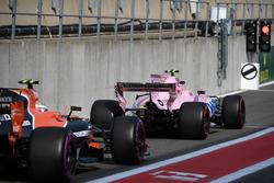Esteban Ocon, Sahara Force India VJM10 and Stoffel Vandoorne, McLaren MCL32