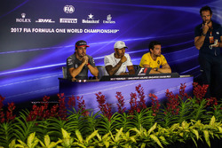 Matteo Bonciani, FIA Media Delegate, Fernando Alonso, McLaren, Lewis Hamilton, Mercedes AMG F1 and Jolyon Palmer, Renault Sport F1 Team in the Press Conference