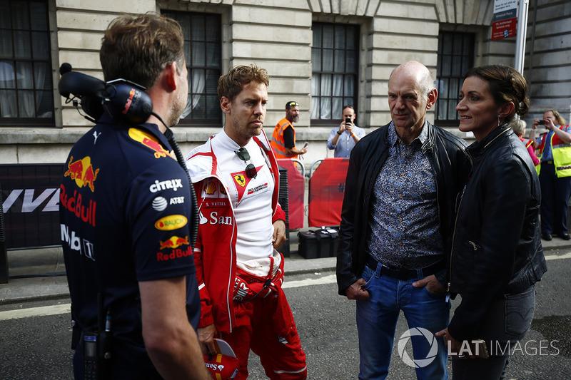 Christian Horner, Red-Bull-Teamchef; Sebastian Vettel, Ferrari; Adrian Newey, Red-Bull-Chefdesigner