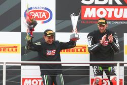 Podium : le deuxième Leon Haslam, Puccetti Racing, le vainqueur Tom Sykes, Kawasaki Racing