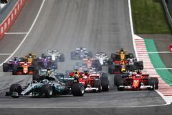 Valtteri Bottas, Mercedes AMG F1 W08, Sebastian Vettel, Ferrari SF70H, Daniel Ricciardo, Red Bull Racing RB13, Kimi Raikkonen, Ferrari SF70H, Daniel Ricciardo, Red Bull Racing RB13, Romain Grosjean, Haas F1 Team VF-17 and Lewis Hamilton, Mercedes AMG F1 W08. at the start