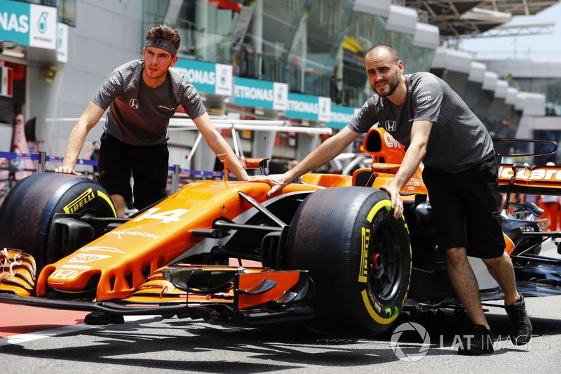 Інженери McLaren, McLaren MCL32 Фернандо Алонсо