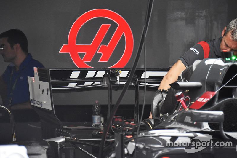 Haas F1 Team VF-17, detalle del alerón trasero