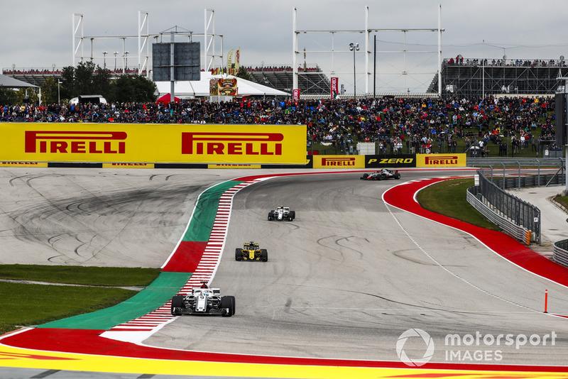 Marcus Ericsson, Sauber C37, precede Nico Hulkenberg, Renault Sport F1 Team R.S. 18, e Charles Leclerc, Sauber C37