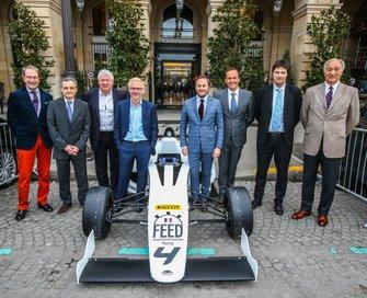 Serge Saulnier, directeur du Circuit Magny-Cours, Jacques Villeneuve, cofondateur de Feed Racing, Patrick Lemarié, cofondateur de Feed Racing, Bertrand Decoster, PDG de Mygale