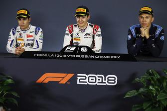 Il vincitore della gara George Russell, ART Grand Prix, il secondo classificato Sergio Sette Camara, Carlin, il terzo classificato Alexander Albon, DAMS
