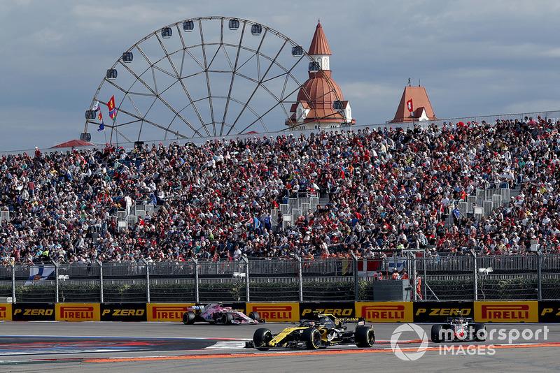 Carlos Sainz Jr., Renault Sport F1 Team R.S. 18, Kevin Magnussen, Haas F1 Team VF-18 and Esteban Ocon, Racing Point Force India VJM11