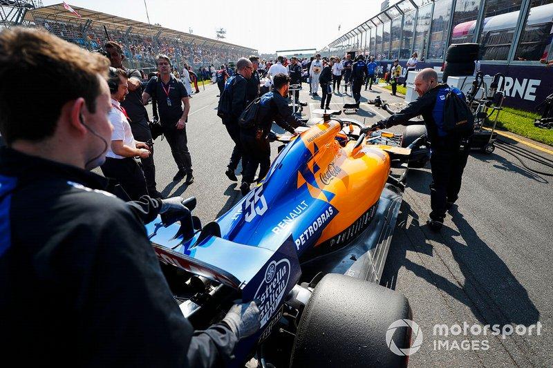 Carlos Sainz Jr., McLaren MCL34 on the grid