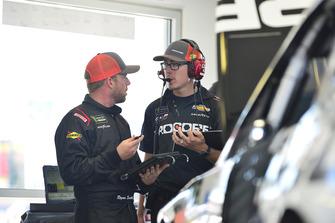 Regan Smith, Leavine Family Racing, Chevrolet Camaro, mit Jon Leonard