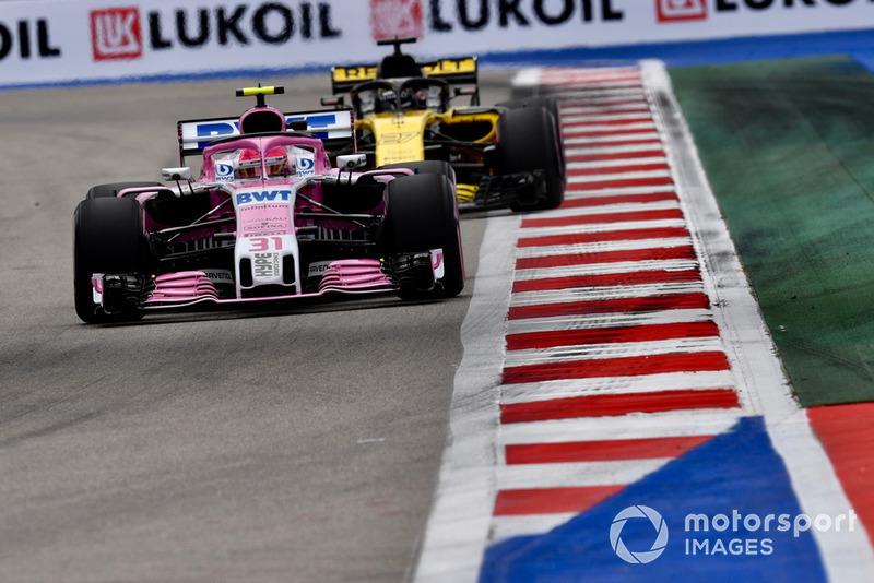 Esteban Ocon, Racing Point Force India VJM11, Nico Hulkenberg, Renault Sport F1 Team R.S. 18