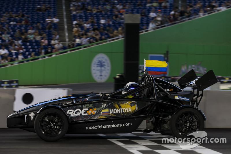 Juan Pablo Montoya, conduce el Ariel Atom Cup