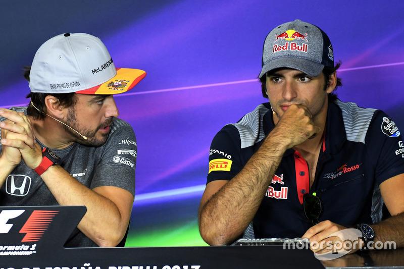 Фернандо Алонсо, McLaren та Карлос Сайнс-мол., Scuderia Toro Rosso на прес-конференції