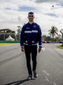 Pascal Wehrlein, Sauber, camina por el circuito