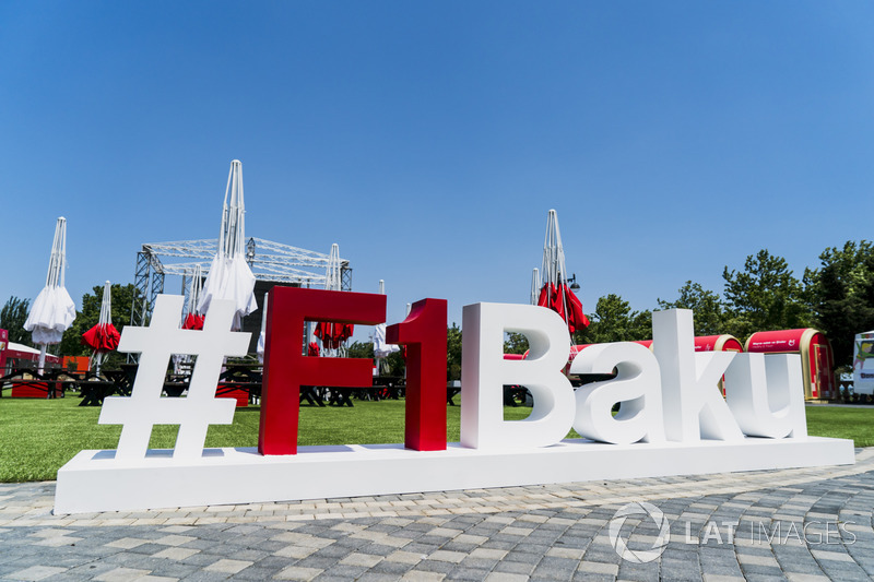Baku-Hashtag im Fan-Village