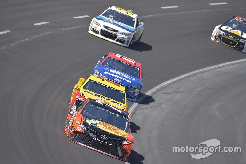 Martin Truex Jr., Furniture Row Racing, Toyota; Joey Logano, Team Penske, Ford