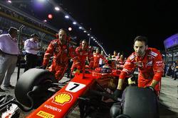 Kimi Raikkonen, Ferrari SF70H, lijnt op
