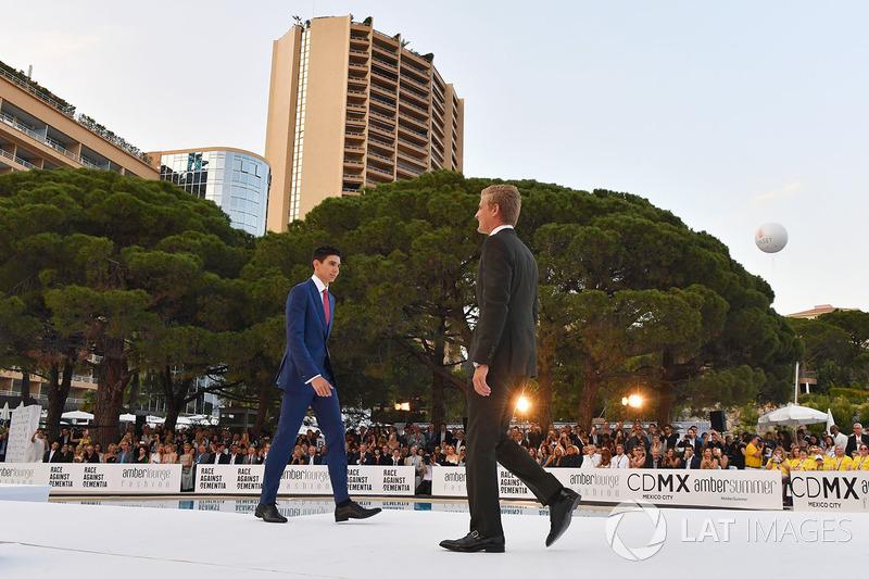 Эстебан Окон, Force India F1, и Маркус Эрикссон, Sauber