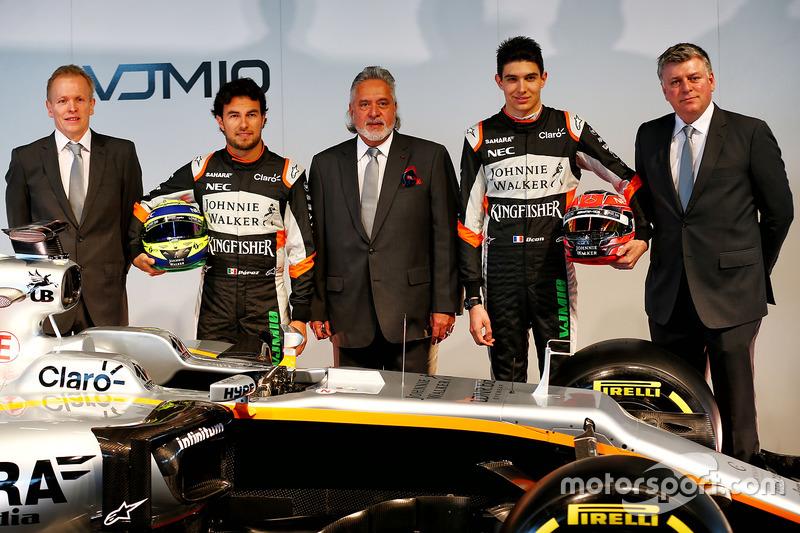 Andrew Green, Sergio Perez, Vijay Mallya, Esteban Ocon, Robert Fernley und der Force India VJM10