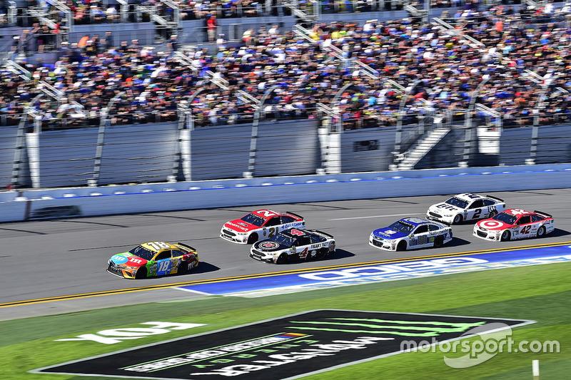 Kyle Busch, Joe Gibbs Racing, Toyota; Kevin Harvick, Stewart-Haas Racing, Ford; Ryan Blaney, Wood Brothers Racing, Ford