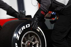 Шина Pirelli на Haas F1 VF-17 Ромена Грожана