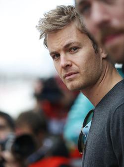 Nico Rosberg visite le paddock