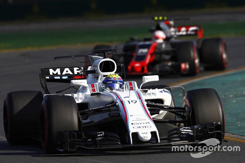 Felipe Massa, Williams, FW40; Kevin Magnussen, Haas F1 Team, VF-17