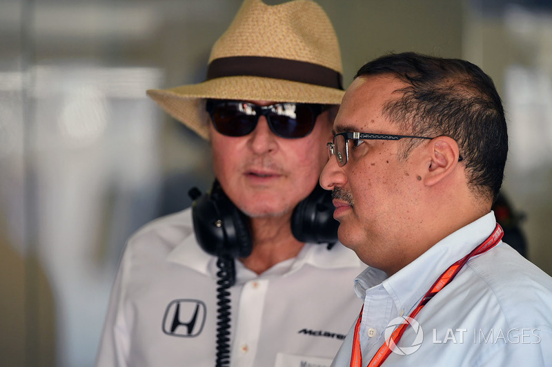 Шейх Мухаммед ібн Есса Аль Халіфа, генеральний директор ради з економічного розвитку Бахрейну та акціонер McLaren, Мансор Ож'є, TAG