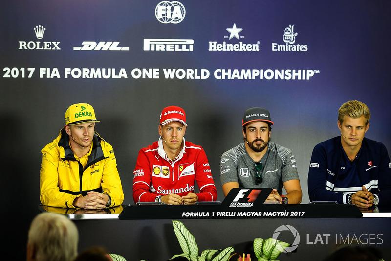 Nico Hulkenberg, Renault Sport F1 Team RS17, Sebastian Vettel, Ferrari, Fernando Alonso, McLaren y M