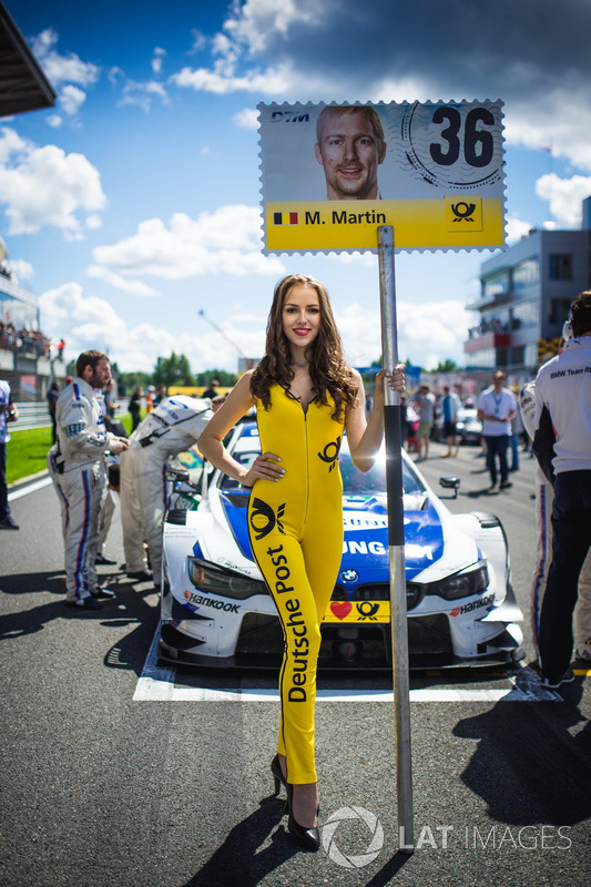 Gridgirl für Maxime Martin, BMW Team RBM, BMW M4 DTM