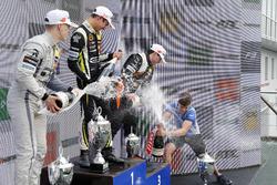 Подіум: переможець Ландо Норріс (Carlin Dallara F317 Volkswagen), другий призер Джейк Х'юз (Hitech Dallara F317 Mercedes-Benz), третій призер Джоі Моусон (Van Amersfoort Dallara F317 Mercedes-Benz)