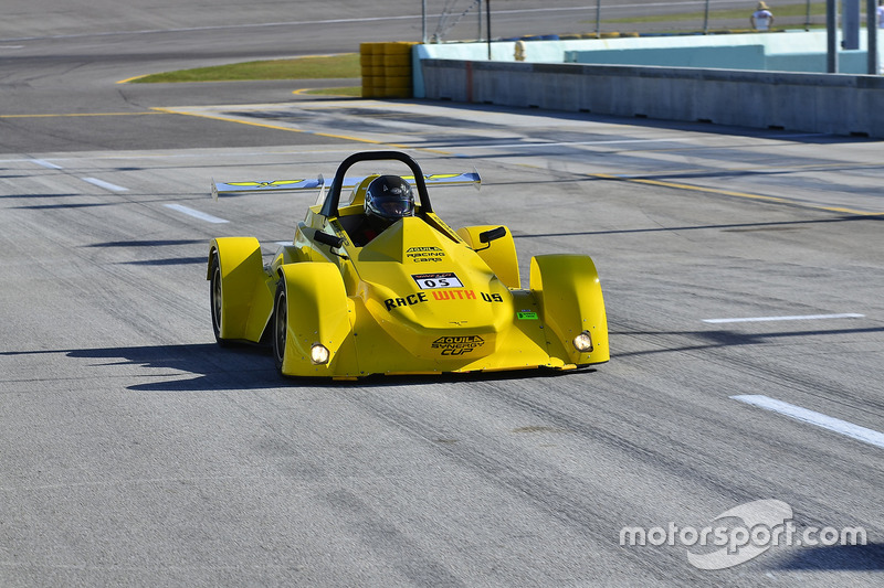 #05 MP4B Aquila Synergy driven by Beto Rossi, Ethan Low, & Daniel Rossi of Ginetta USA