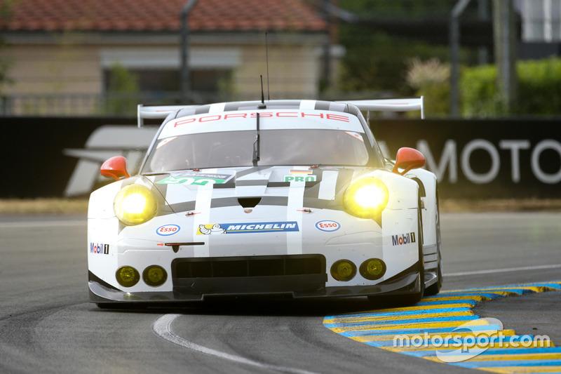 35: #92 Porsche Motorsport Porsche 911 RSR: Earl Bamber, Frédéric Makowiecki, Jörg Bergmeister