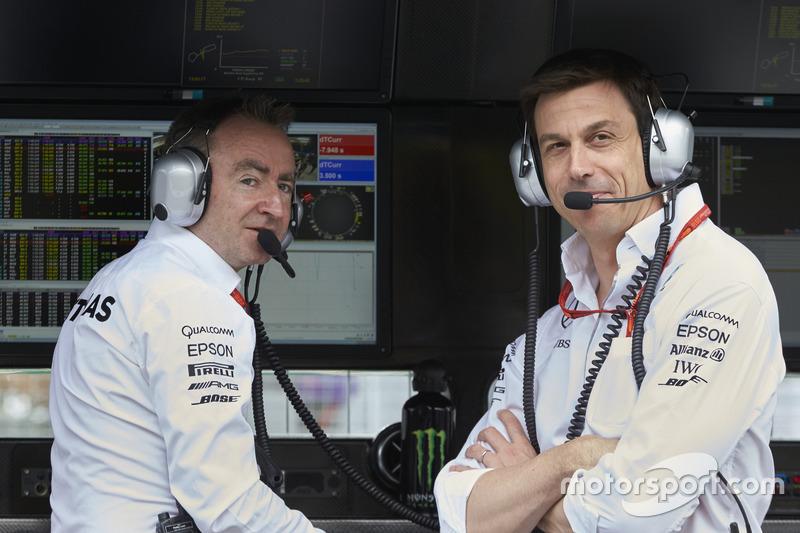 Paddy Lowe, Director Ejecutivo de Mercedes AMG F1, Toto Wolff, Mercedes AMG F1 accionista y Director