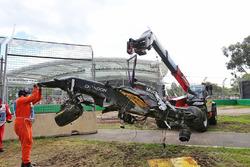 De McLaren MP4-31 van Fernando Alonso na crash