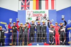 Podium: winnaars GTE #77 Proton Competition Porsche 911 RSR 991: Michael Hedlund, Marco Seefried, Wo