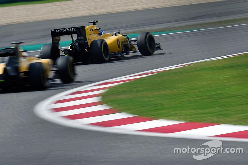 Jolyon Palmer, Renault Sport F1 Team RS16 vor Kevin Magnussen, Renault Sport F1 Team RS16