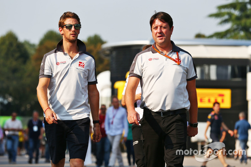 (L to R): Romain Grosjean, Haas F1 Team with Dave O'Neill, Haas F1 Team Team Manager