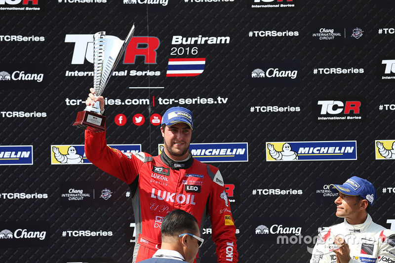 Podium: winner Pepe Oriola, SEAT Leon, Team Craft-Bamboo LUKOIL, third Gianni Morbidelli, Honda Civic TCR, West Coast Racing