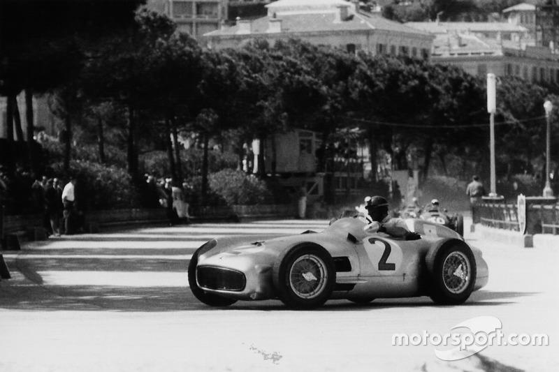 1955: Mercedes W196