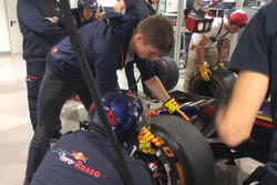 Max Verstappen, Toro Rosso, si cimenta nel cambio gomme