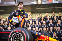 Daniel Ricciardo, Red Bull Racing à la photo d'équipe