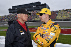 Kyle Busch, Joe Gibbs Racing, Toyota Camry M&M's Red White & Blue and coach Joe Gibbs