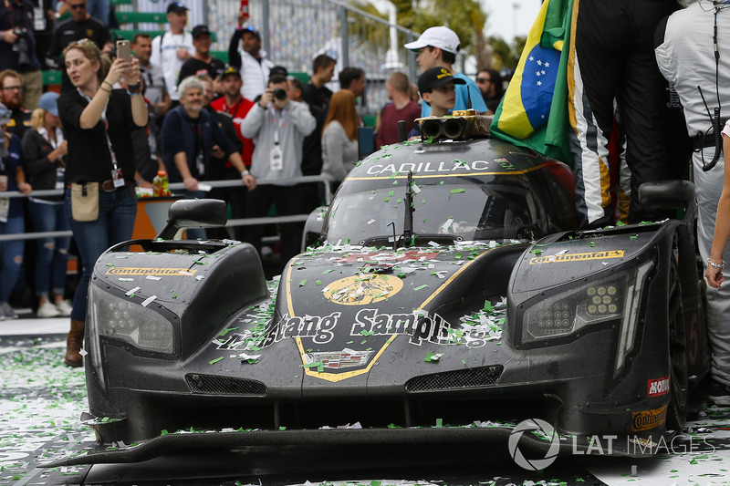 #5 Action Express Racing Cadillac DPi, P: Joao Barbosa, Christian Fittipaldi, Filipe Albuquerque, Celebrate win, Confetti