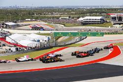 Sebastian Vettel, Ferrari SF70H, Lewis Hamilton, Mercedes AMG F1 W08, Valtteri Bottas, Mercedes AMG F1 W08, Daniel Ricciardo, Red Bull Racing RB13, Kimi Raikkonen, Ferrari SF70H, Esteban Ocon, Sahara Force India F1 VJM10, Fernando Alonso, McLaren MCL32, Carlos Sainz Jr., Renault Sport F1 Team RS17, the rest of the field at the start