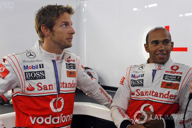 Em 2010, Jenson Button, então parceiro de Hamilton na McLaren, teve seu carro abordado por assaltantes armados na saída do autódromo. Seu veículo era blindado, de modo que não foram registrados perdas nem feridos.