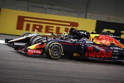 Макс Ферстаппен, Red Bull Racing RB12 обгоняет Серхио Переса, Force India VJM09